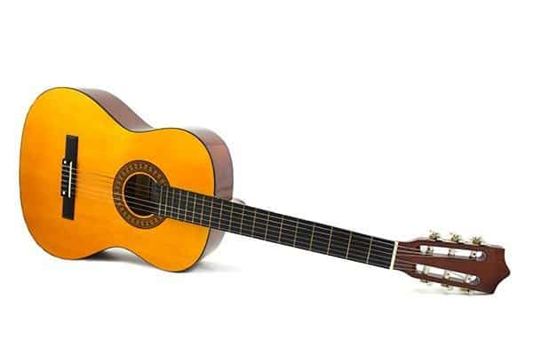 Conviene acquistare la prima chitarra su internet o in negozio. Analizziamo pro e contro e vediamo dove conviene comprare la prima chitarra